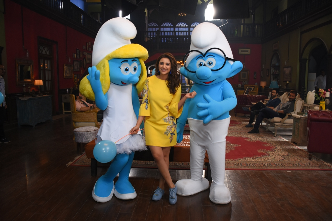 Smurfs_on_the_sets_of_Golmaal_again__3