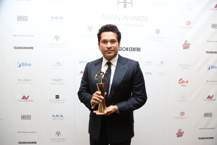 SRT_honoured_with_Fellowship_at_The_Asian_Awards__London