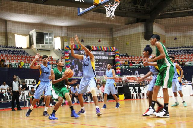 Delhi_centre_Aryan__guards_the_paint_against_Haryana_during_their_overtime_loss