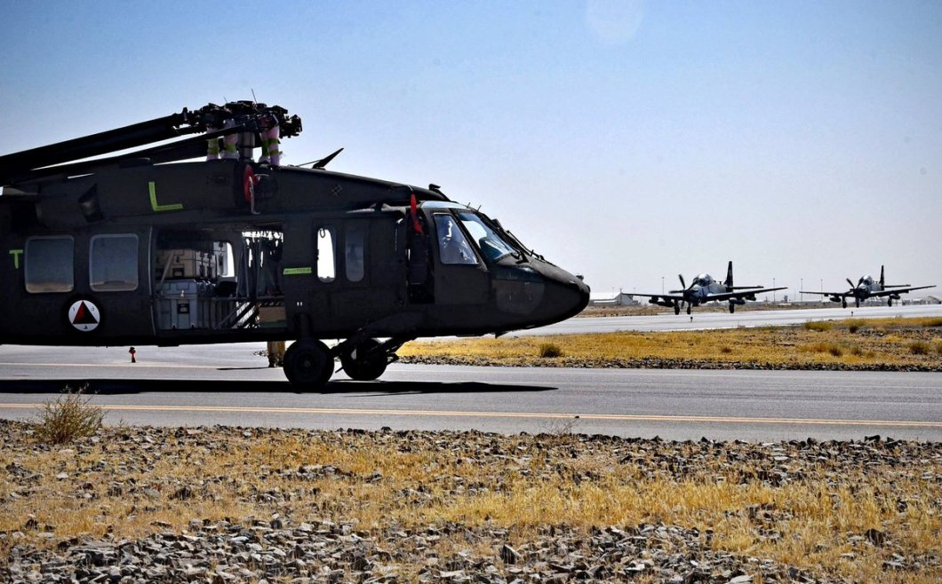 Afghan-Air-Force_UH-60-Black-Hawk_Kandahar