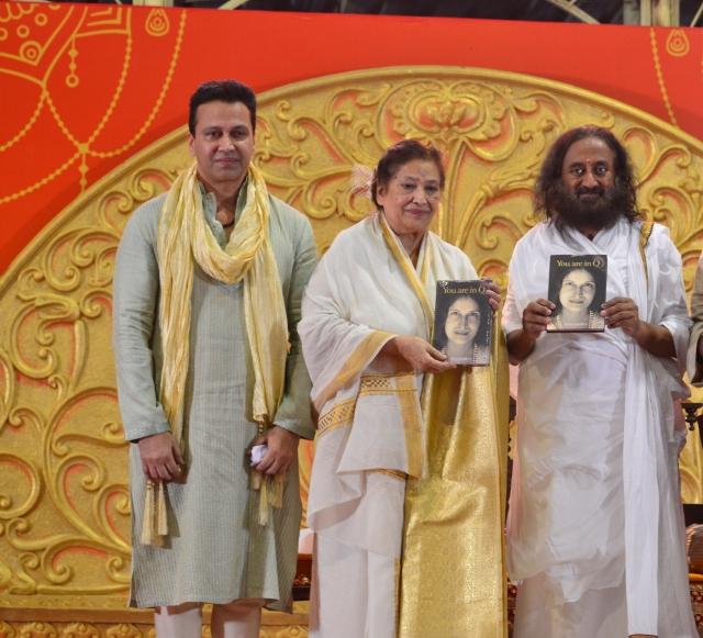 Swaraaj_Kapoor_Mirra_Upadaya__Shri_Ravi_Shankar_ji_pic_2.jpg